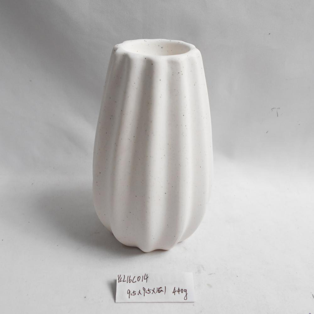White dolomite novel design candle holder ceramic candle stand for home decoration