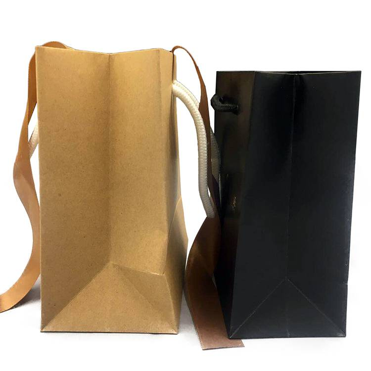 Star window design small kraft paper shopping bag with rope handle