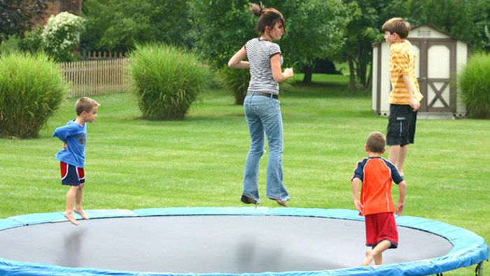 Trampoline is a good way to exercise!Play it in your backyard!