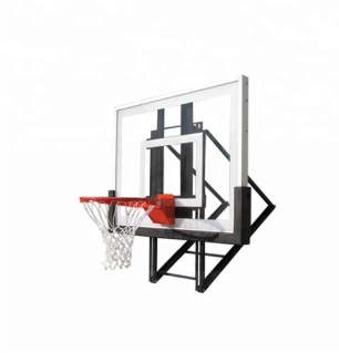 / Wallceiling-gemonteer-basketbal-hoepel /