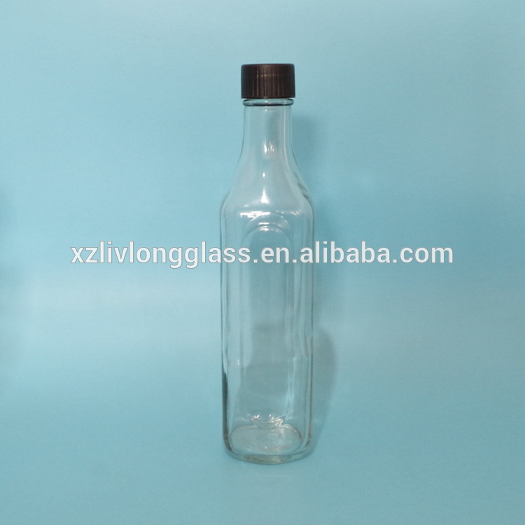 GLASS SQUARE SAUCE BOTTLE WITH PLASTIC CAP