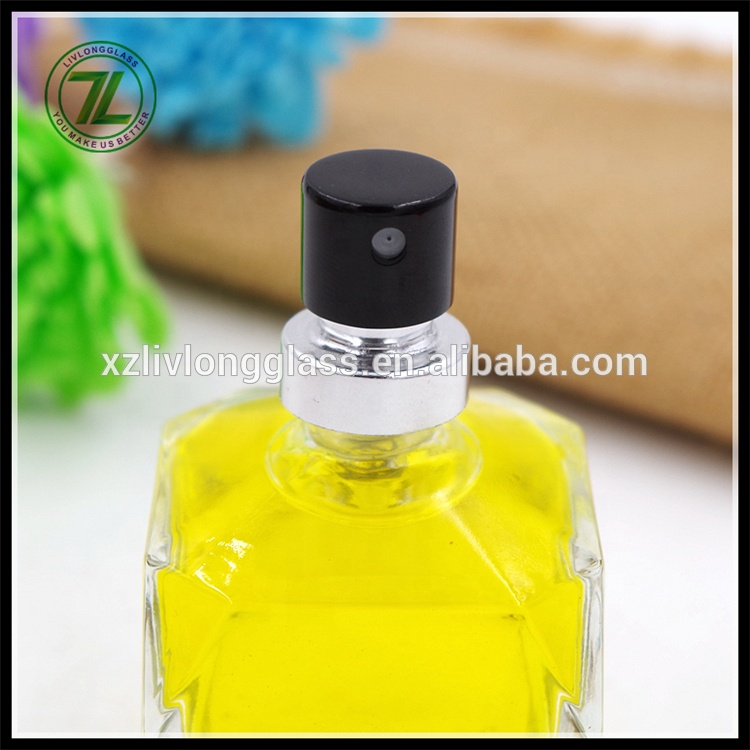 Best Price for 350ml Glass Bottle - 2017 NEW Unique Shape 50ml Clear Cosmetic Perfume Glass Bottles with Spray – LIVLONG detail pictures