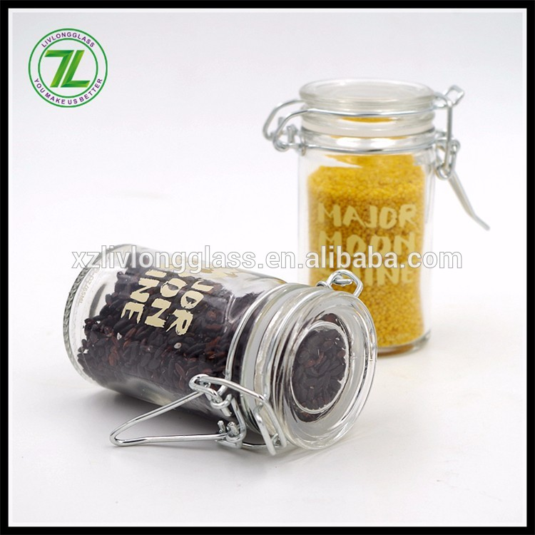 wholesale herbs and red pepper use 65ml 2.2oz glass round spice jars with clip tops