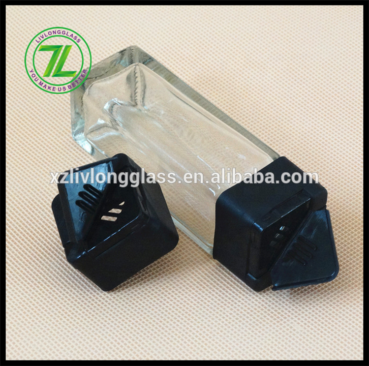 hot  sale 90ml 3oz clear square salt  pepper dispenser spice glass jar with plastic butterfly black lid Japanese style