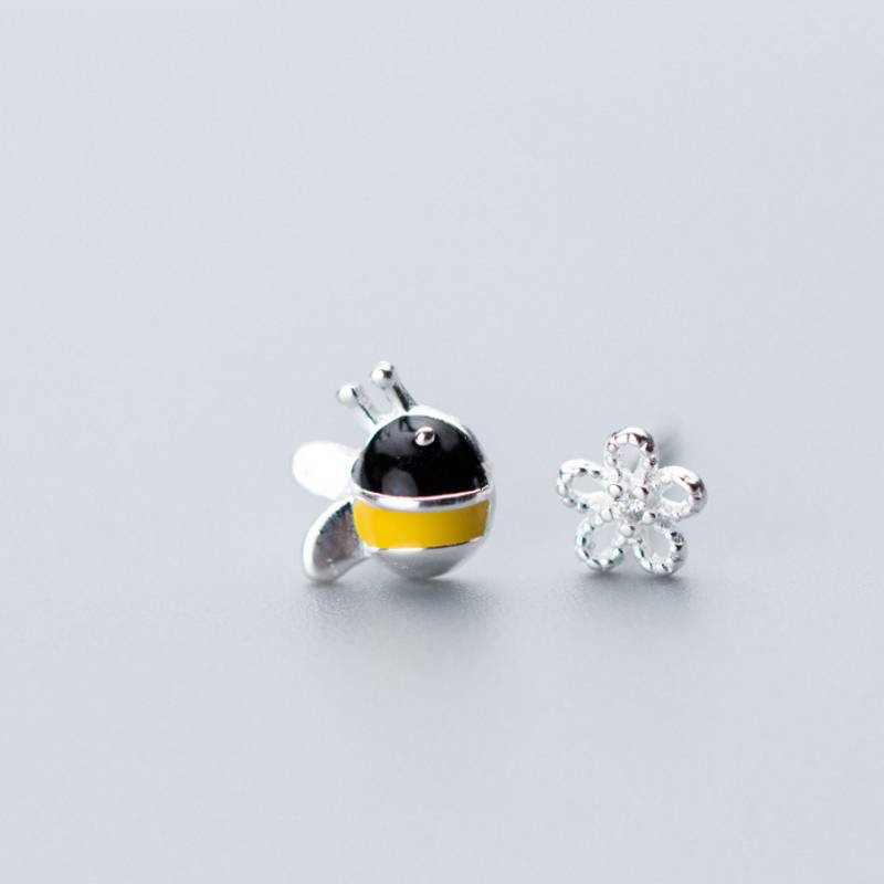 Wholesale Japan Korea Style S925 Sterling Silver Fashion Cute Asymmetry Bees Flower Stud Earring Women Jewelry