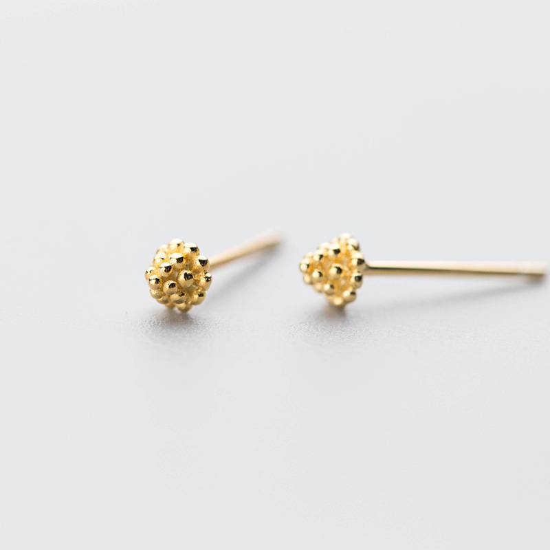 Delicate Wholesale Japan Korea Style 925 Sterling Silver Fashion Cute Mini Gold Pine Cones Stud Earring Women Jewelry