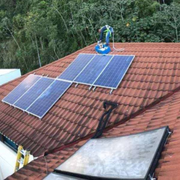 How to connect solar panels to battery?