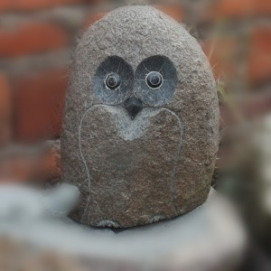 Xiamen Supplier Cheap Hand Carved Cobble Stone Miniature Owl Figurine