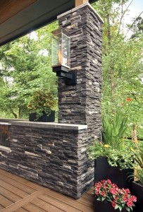 Black raw material stone column for garden decor