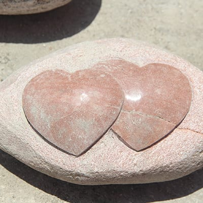 Top Quality Natural Stone Coaster Set - Small heart shape sculpture on rock – Magic Stone