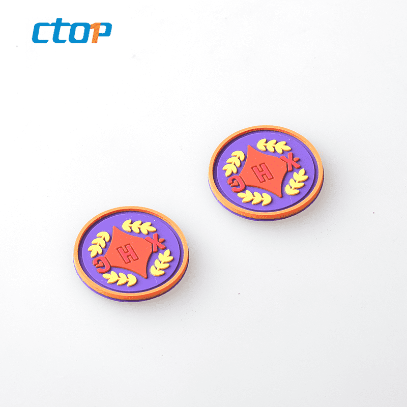 2018 newest design high quality low price delicate fashion rubber label plastic label tag custom label tags rubber logo for sale