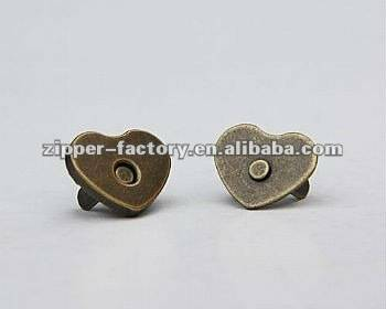 fashion zuciya siffar m button Magnetic button for bags wholesale karfe button
