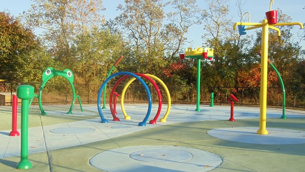 New water park project: frog water splash pads, water play features