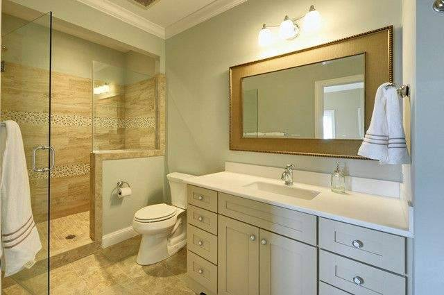 For bathroom decoration, should I choose a glass shower room or a shower curtain?