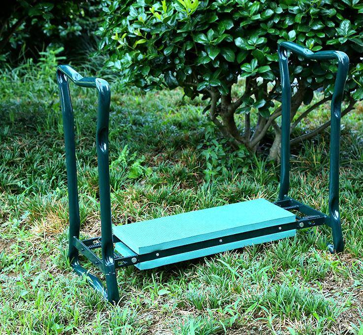 Foldable-garden-kneeler-with-tool-bag