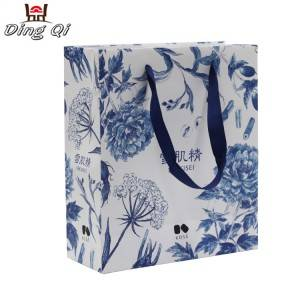 Custom recycled logo printed clothing packaging gift paper bag