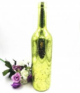 glass sparkling acoholic whiskey bottle