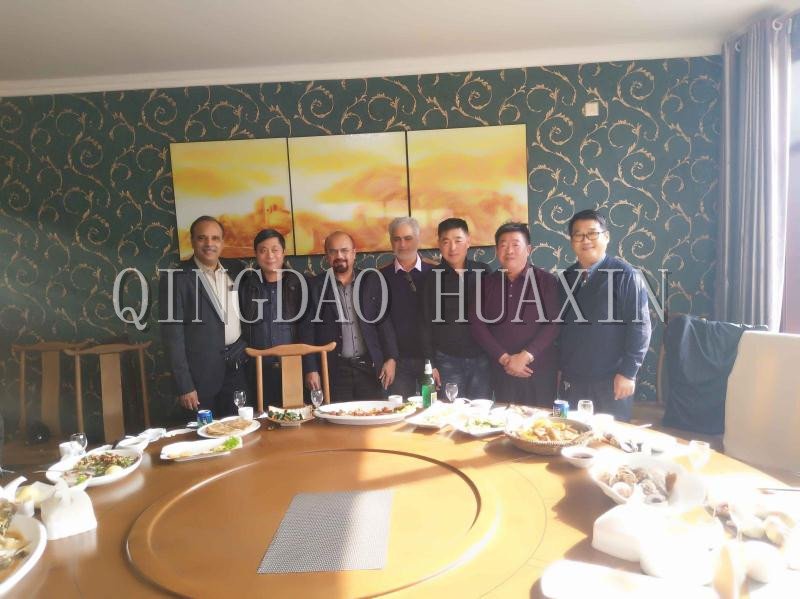 Customers from Pakistan are signing the automatic static molding line contract.