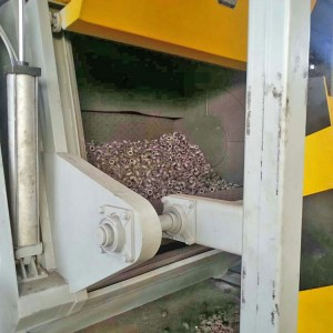Automatic loading crawler type shot blasting machine