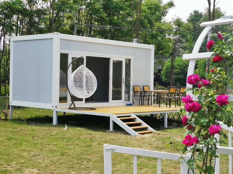 20 feet flat pack container house with decking