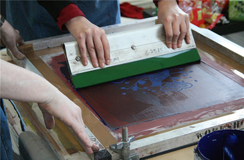What's the difference between digital t-shirt printing and screen printing?