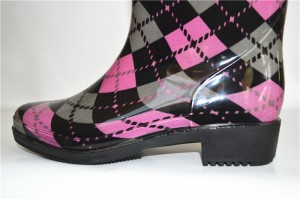 Hot sell Garden safety pvc  gumboot fashion rain boots For Women pvc footwear
