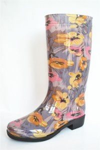 Hot sell 100% waterproof with pattern printing PVC rain boots for women
