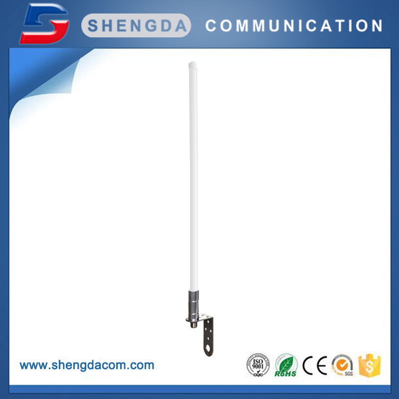 Long range omni high gain fiberglass antenna with L mounting bracket