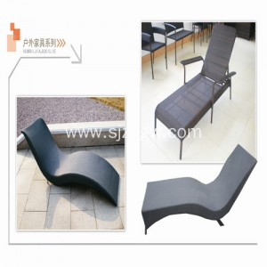 Outdoor folding sun lounger