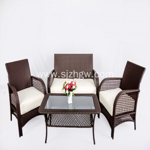 Vintage Metal Naka-frame na Wicker Chair at Glass Top Table set