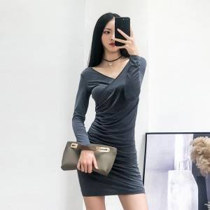 Slim-fit pleated design v-neck fashionable autumn dress was thin sexy backless skirt