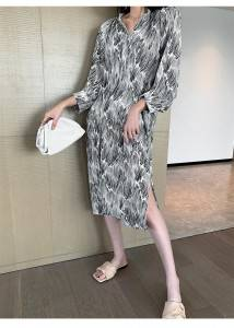Stylish and advanced 2020 summer new irregular pattern printed mid-length dress