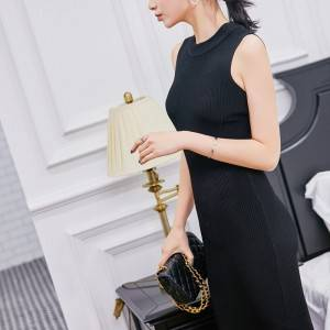 Who wears who looks good in Europe and the United States sexy slim sleeveless strapless black knitted dress children spring 2020 new