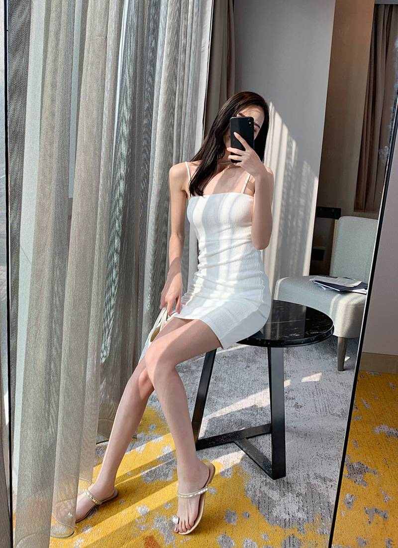 [Can be drawn into an irregular shape by wearing a drawstring] White thin shoulder straps sexy strap dress tight-fitting bag hip skirt Featured Image