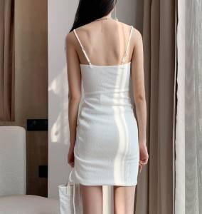 [Can be drawn into an irregular shape by wearing a drawstring] White thin shoulder straps sexy strap dress tight-fitting bag hip skirt
