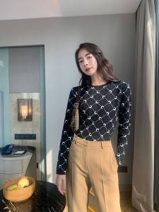 White Crescent Bottom Shirt Fashion Wild Slim Round Neck Pullover Long Sleeve Sweater