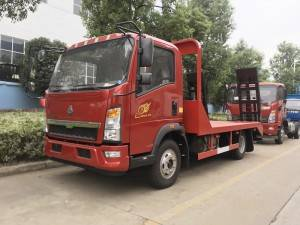 HOWO 4-6T machinery transport truck
