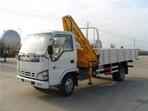 ISUZU 3.2T  truck mounted knuckle crane