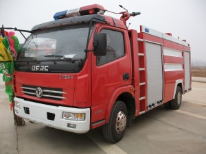 DONGFENG 3-5cbm water tanker fire fighting truck