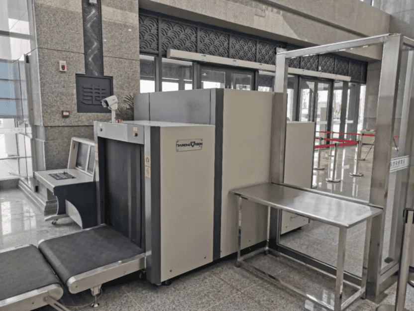 New installation of Xray baggage scanner in railway station