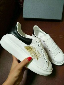Nice Quality Leather Low Top Sneakers With Gold Feather Embroidery