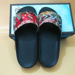 OEM Made Anti-Slip Embroidery Slippers Men Flat Comfort Slippers Suppliers