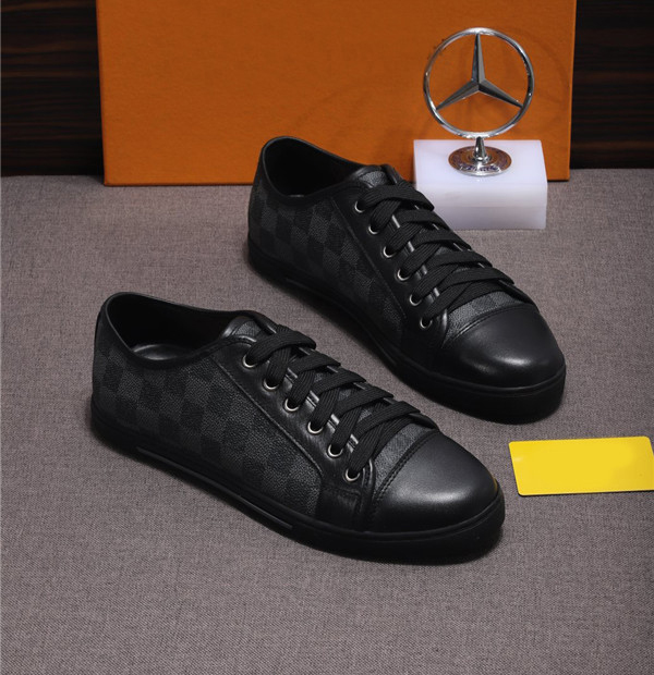 OEM Latest Design Shoes Big Yard Shoes Men Trainers