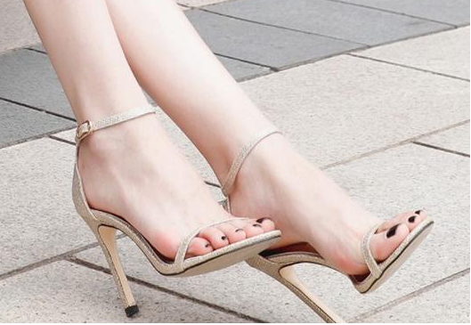 The Whole Person Not Only Comfortable And Cool, Step On Stiletto Sandal, Still Let You Beautiful New Height