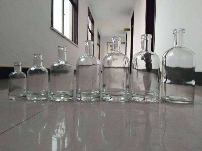 Aluminium hydroxide for glass industry