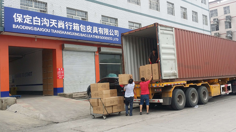 OMASKA luggage bag factory starts to load goods for client