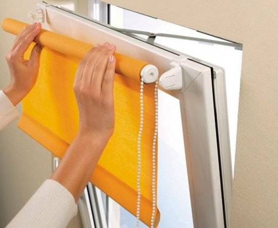 You can clean the roller blinds without ironing