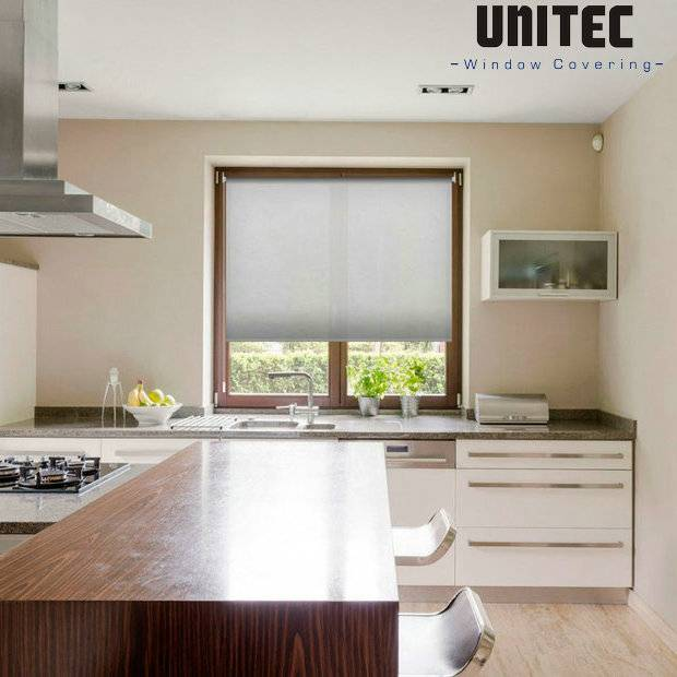 5 advantages of installing roller blinds in the kitchen and bathroom