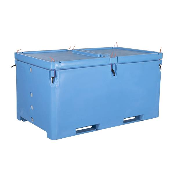 Extra large 1700L insulated fish tubs, for transportation and production Featured Image
