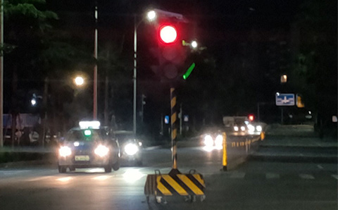 It took three years for the temporary traffic lights of Shenzhen Liuyue Shenfeng Road.